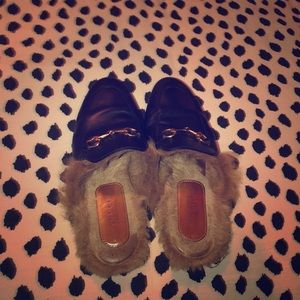 Gucci fur slides
